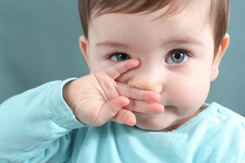 У ребенка постоянно сопли и заложен нос: причины, что делать