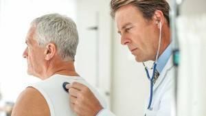 Кашель по утрам у взрослого: причины, возможные осложнения и методы лечения