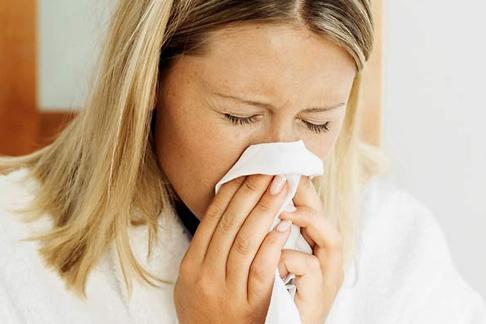 Бывает ли при ангине насморк и сопли: причины возникновения, симптомы и лечение
