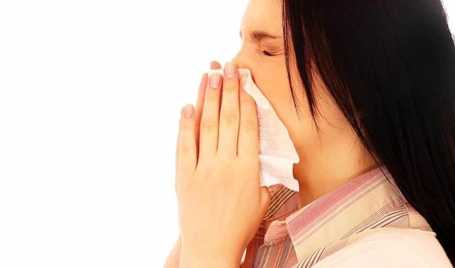 Острый ринит (насморк): симптомы и лечение у взрослых