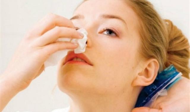 Сопли с кровью при насморке у взрослых: причины и лечение