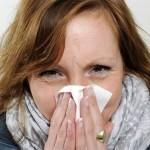 Из носа капает желтая жидкость: причины и лечение