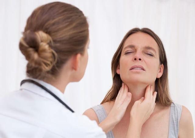 Болит горло, голова: чем лечить у взрослых и детей, если нет температуры