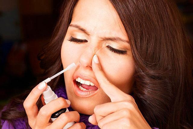 Насморк по утрам и заложен нос: причины и лечение у взрослых и детей