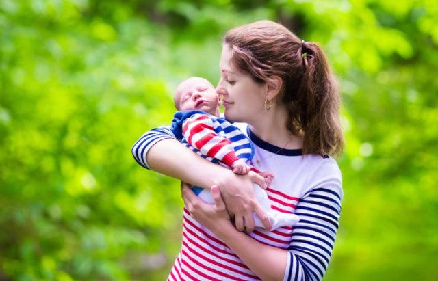Прозрачные сопли у ребенка: чем и как лечить, какие капли капать?