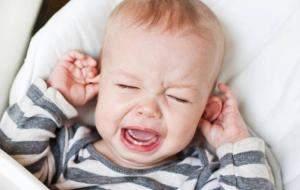 Боль в ухе у ребенка: первая помощь, обезболивание, капли от отита