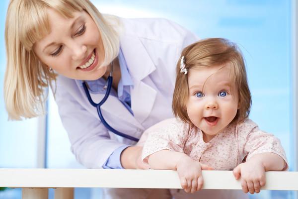 Не проходит насморк у ребенка и постоянные сопли: чем лечить, что делать