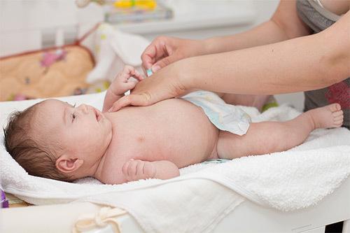 Физиологический насморк у грудничка: симптомы и лечение