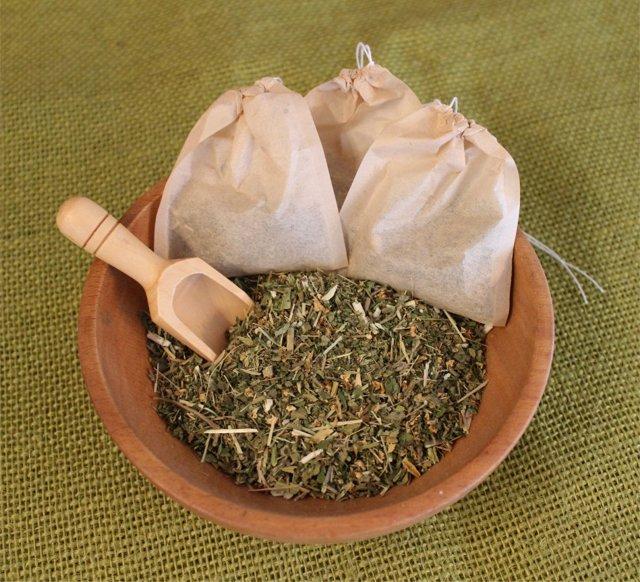 Как быстро лечить гастрит в домашних условиях: целебные травы и рецепты с ними, лечебное воздействие на слизистую желудка, первая помощь