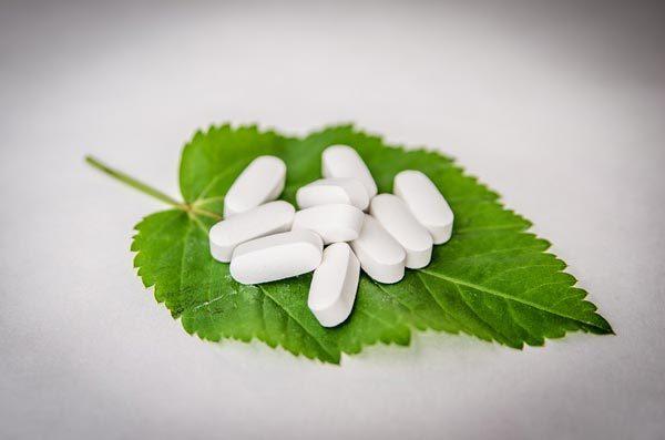 Как защитить желудок при приеме антибиотиков: методы, список пробиотиков