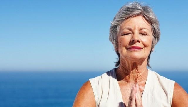 Лечение сухости в интимной зоне при климаксе: крем, свечи и народные средства