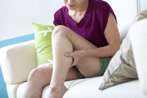 Почему во время месячных болят ноги: причины болей в суставах и венах