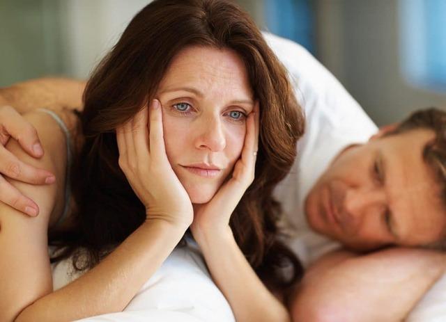 Бессонница при климаксе: причины и лечение